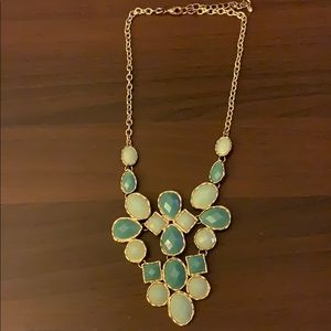 Jewelry - Green & gold necklace